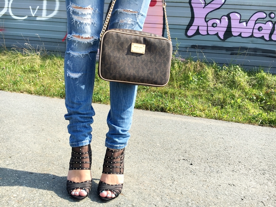 My favorite Ripped Jeans - Outfitpost - Mode - Fashion - Michael Kors Jet Set Handtasche - Fashionladyloves by Tamara Wagner