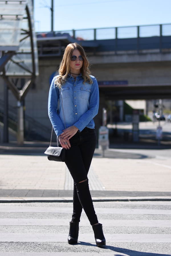 Herbst Trend Denim - Jeansbluse kombinieren - schwarze Knee Cut Jeans - Umhängetasche - Outfit - Style - Mode - Fashion - Fashionladyloves by Tamara Wagner - Fashionblog - Mode Blog