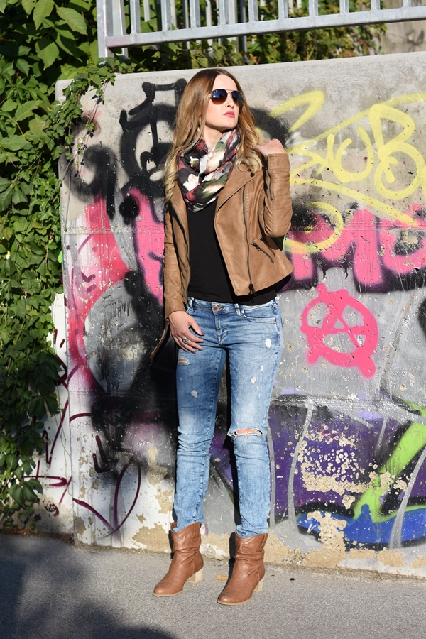 Ripped Jeans Fall Outfit - Herbst Outfit - Herbst Mode - Herbst Look - Herbst Style - Trends - Kunstlederjacke - Boots - Tuch - Fashionladyloves by Tamara Wagner - Mode Blog - Fashion Blog - Style Blog aus Graz Österreich
