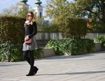 Grey Skirt - ootd - grauen Rock kombinieren - Rock kombination für den Herbst - Grau Rot Kombi - Outfit Kombination Ideen - Keilschuhe Cross Body Bag langarm Shirt und Rock - Mode - Fashion - Outfit - Style - Mode Blog - Fashion Blog - Style Blog - Fashionladyloves by Tamara Wagner - Fashion Blog aus Graz Österreich