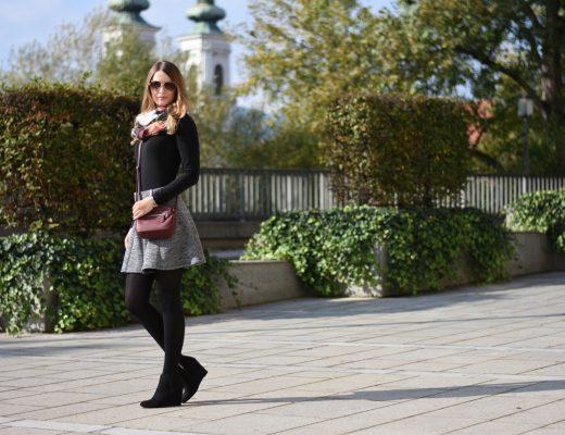 Grey Skirt - ootd - grauen Rock kombinieren - Rock kombination für den Herbst - Grau Rot Kombi - Outfit Kombination Ideen - Keilschuhe Cross Body Bag langarm Shirt und Rock - Mode - Fashion - Outfit - Style - Mode Blog - Fashion Blog - Style Blog - Fashionladyloves by Tamara Wagner - Fashion Blog aus Graz Österreich