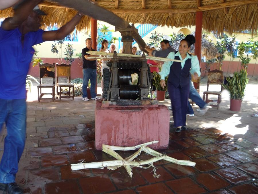 kuba-trinidad-zuckerrohr-pressen-fashionladyloves