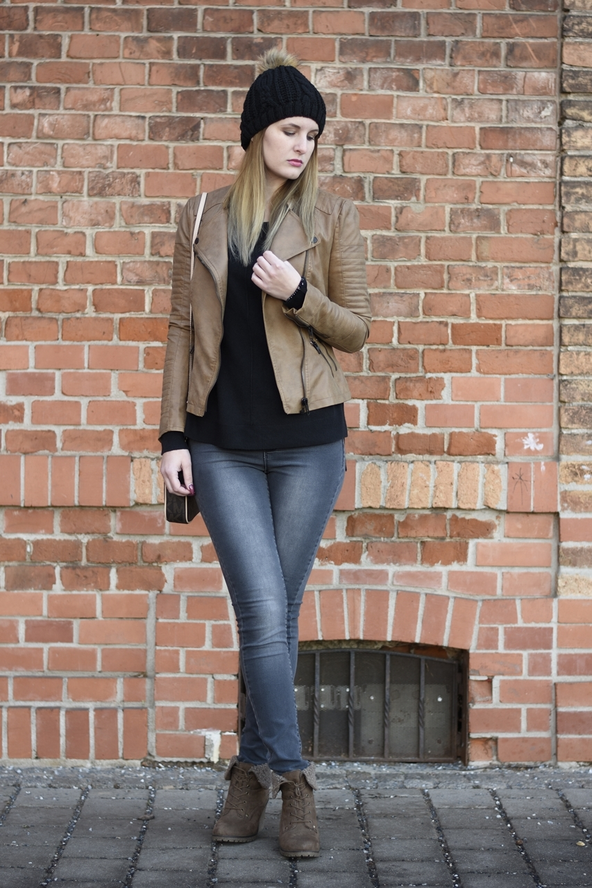 casual-street-style-jeans-sweather-fake-leather-jacket-fashionladyloves