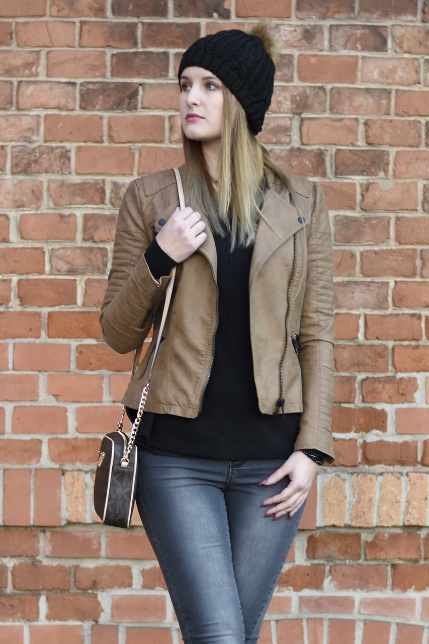 casual-street-style-jeans-sweather-fake-leather-jacket-fashionladyloves-5