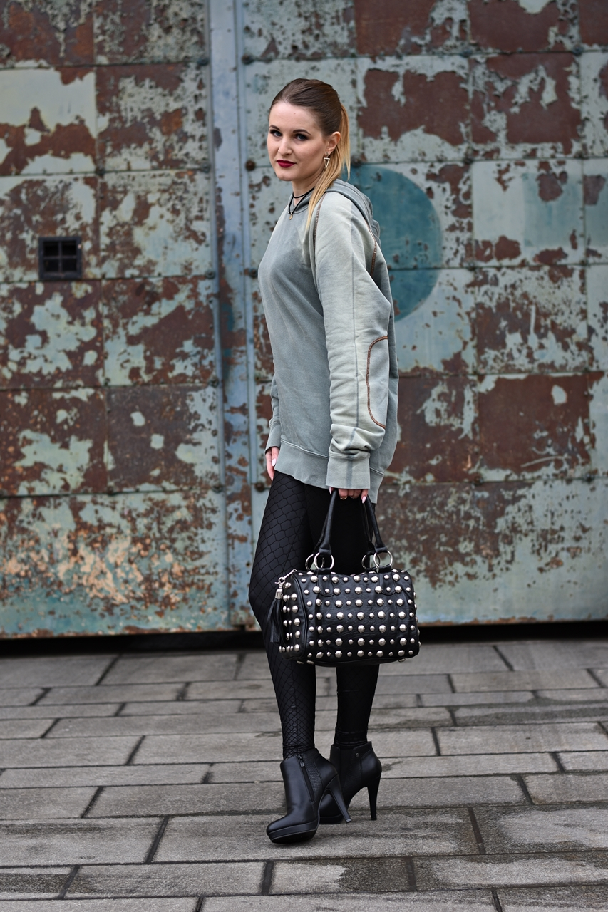 Fashion Challenge - Der Hoodie - Fishnet Tights - New Trend - Fashionladyloves