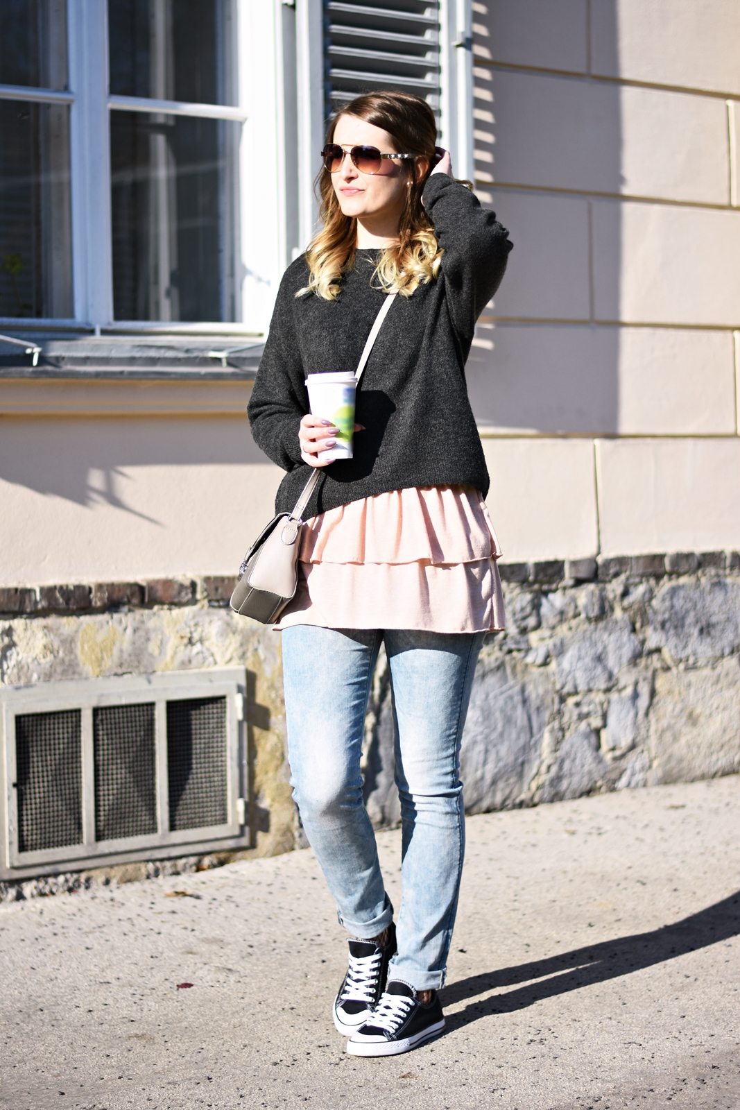 Fishnet Tights and Sneakers - Frühlingsoutfit - Spring Layering - Fashionladyloves