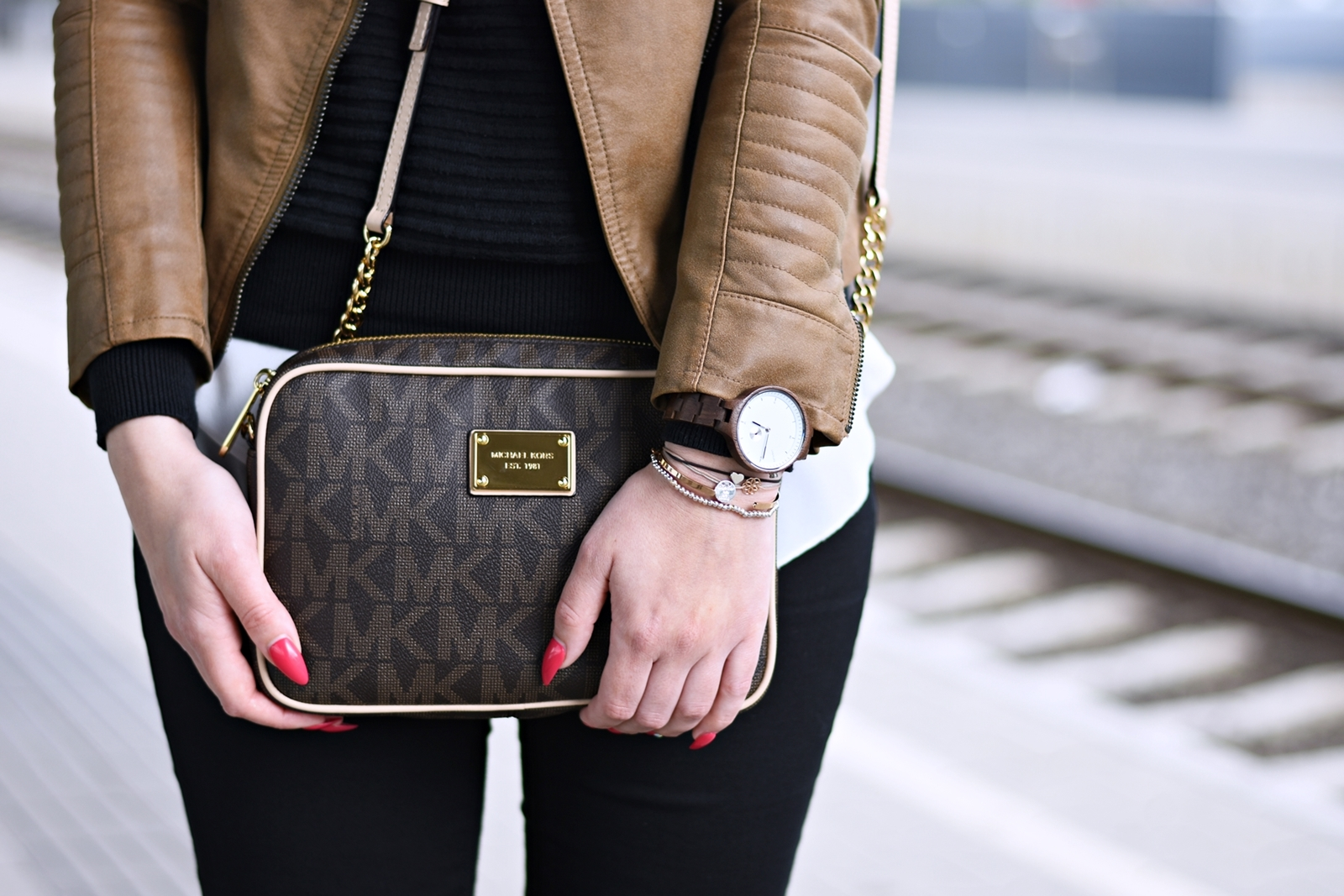 Outfit - Black and Brown - LIVEALIFE Holzuhr - Michael Kors Tasche - Fashionladyloves