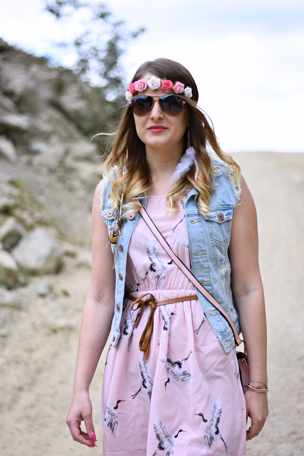 Festival Summer Look - Rosa Kleid Denim Jacke Rosa Tasche - Fashionladyloves - Fashion Blog - Modeblog