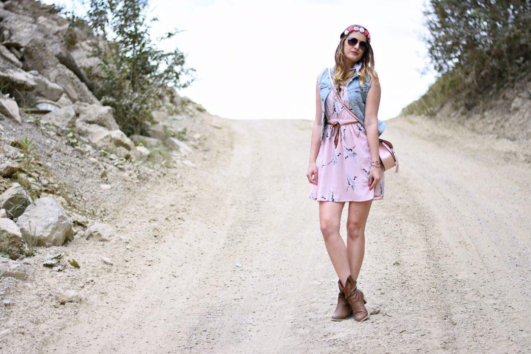 Festival Summer Look - Rosa Kleid Denim Jacke Rosa Tasche - Fashionladyloves - Fashion Blog - Modeblog