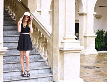 Das kleine Schwarze - sommerlich gestylt - Sommer Kombination - schwarzes Kleid - Outfit - Mode - Style - Trend - Sonnenhut - Keil Schuhe - how to style a black dress for summer - summer trend - Blogparade Fashionladyloves by Tamara Wagner - Fashionblog