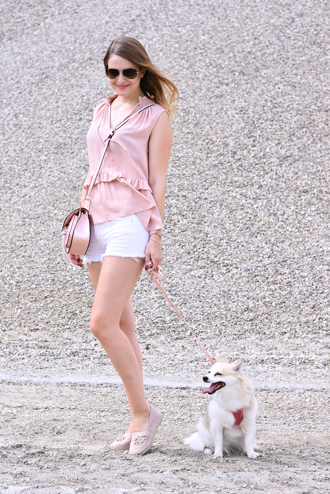 Lady loves - ein Schmuckstück zum verlieben - pastell Outfit - Fotogravur Schmuck - Zwergspitz - Shooting mit Hund - Mode - Fashion - Look - Fashionladyloves by Tamara Wagner - Fashionblog -Modeblog