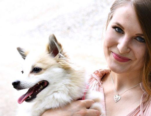 Lady loves - ein Schmuckstück zum verlieben - pastell Outfit - Fotogravur Schmuck - Zwergspitz - Shooting mit Hund - Mode - Fashion - Look - Fashionladyloves by Tamara Wagner - Fashionblog -Modeblog