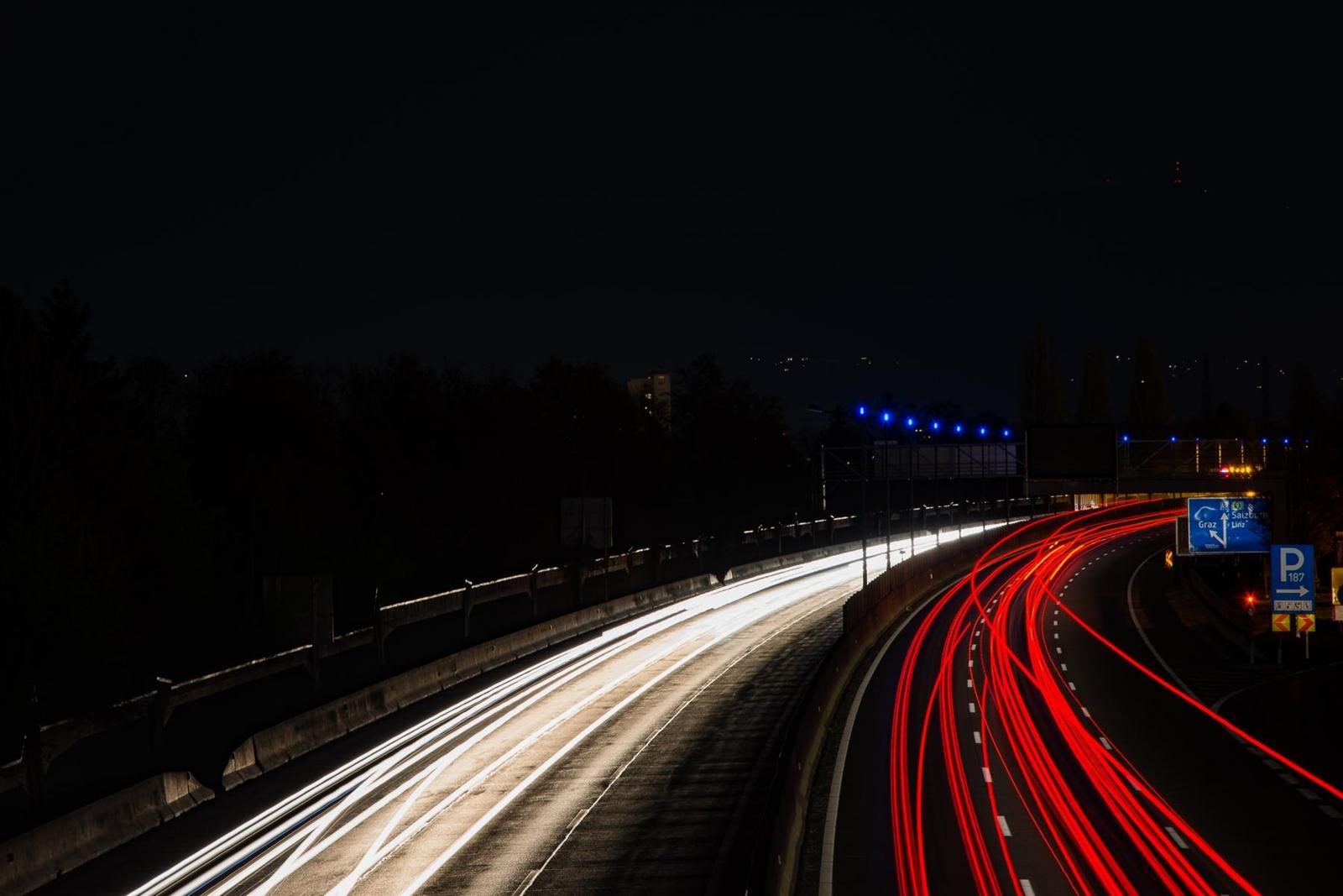 Lichtzieher Fotografie - Foto Tipps und Tricks - Photography Tips - Langzeitbelichtungen - Autobahn - Graz - Fashionladyloves by Tamara Wagner Lifestyleblog
