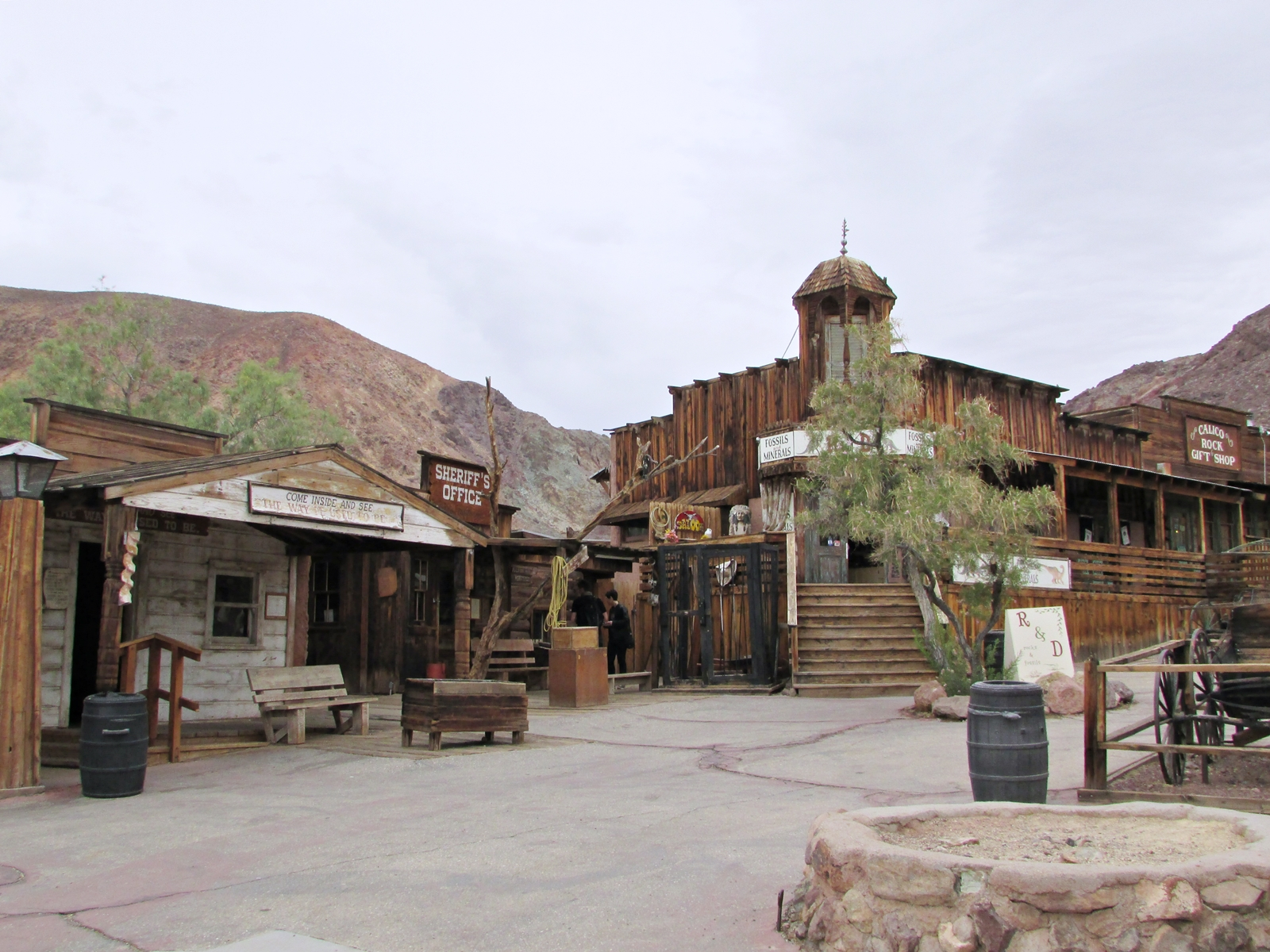 Calico Ghost town - usa rundreise - geisterstadt in der Mojave Wüste - Scheriff´s Office - Roadtrip - Fashionladyloves by Tamara Wagner Travelblog