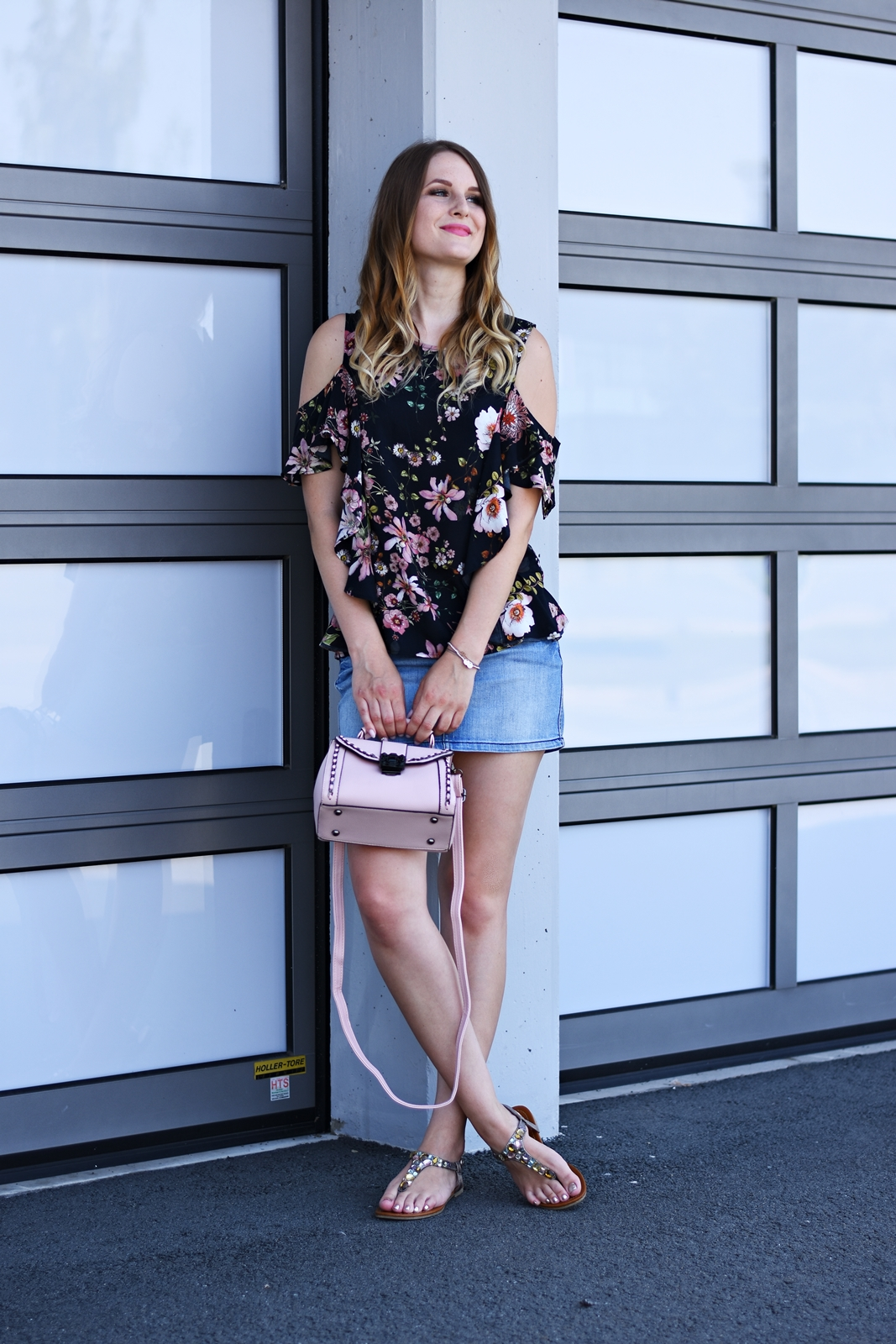 Jeansrock der Sommertrend - Streetstyle - Mode - Fashion - Trends - Blumenprint Bluse - Rosa Tasche - Fashionladyloves by Tamara Wagner Fashionblog
