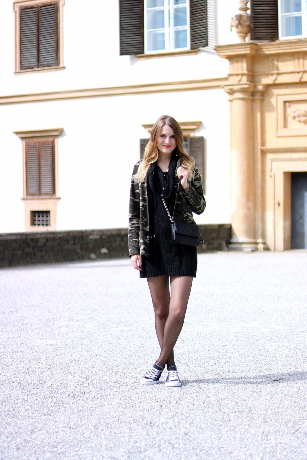Schick mit Strick - das Strickkleid - Kombination mit schwarzen Strickkleid, Camouflage Jacke, Cross Body Bag und Chucks - Fashion - Mode - Otfit - Style - Tipps - Trends - Outfit Ideen - Streetstyle Tipps - Fashion Blog - Mode Blog aus Graz Österreich - Fashionladyloves by Tamara Wagner - Deutsche Modebloggerin