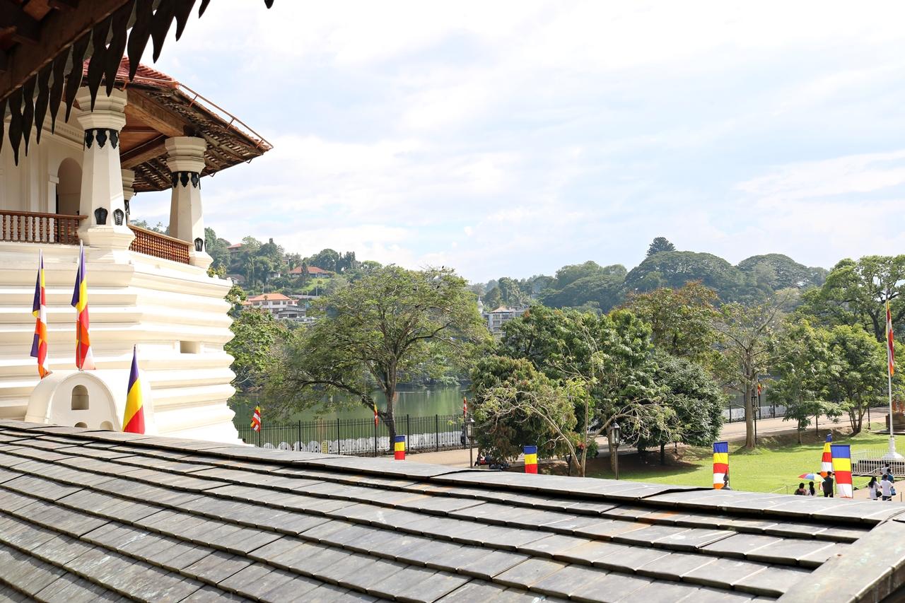 Sri Lanka Travel Guide- Reisebericht - Zahntempel am Kandy See - Fashionladyloves by Tamara Wagner - Travel Blog - Reiseblog aus Graz Österreich