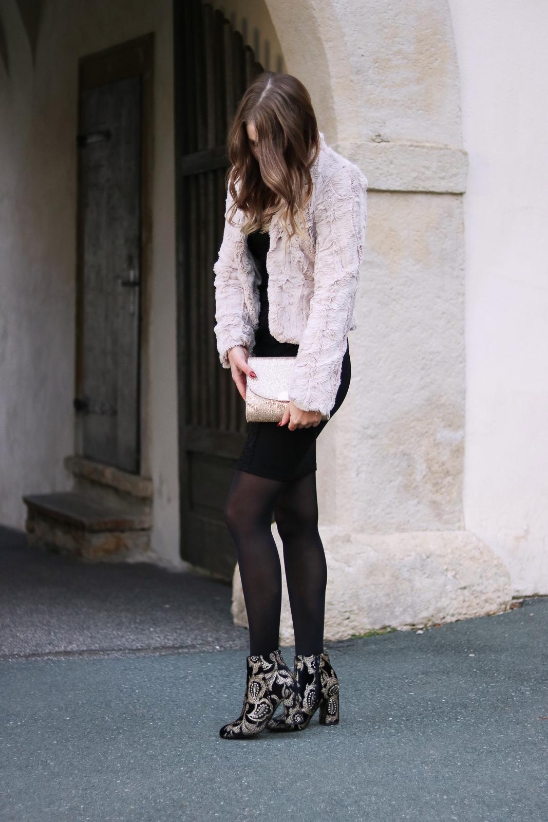 Sparkly Christmas Outfit - 24 Outfit inspirationen für den Weihnachtsabend oder die Weihnachtsfeier - Look für den Weihnachtsabend - Weihnachtsfeier Outfit - Mode für die Weihnachtsfeier - da perfekte Outfit für die Weihnachtsfeier - glitzerndes Weihnachtsoutfit - Weihnachtslook - festlicher Look - festliches Outfit - Weihnachts Outfit - Weihnachtsoutfit - Fashionladyloves by Tamara Wagner - Fashion Blog - Mode Blog aus Graz Österreich