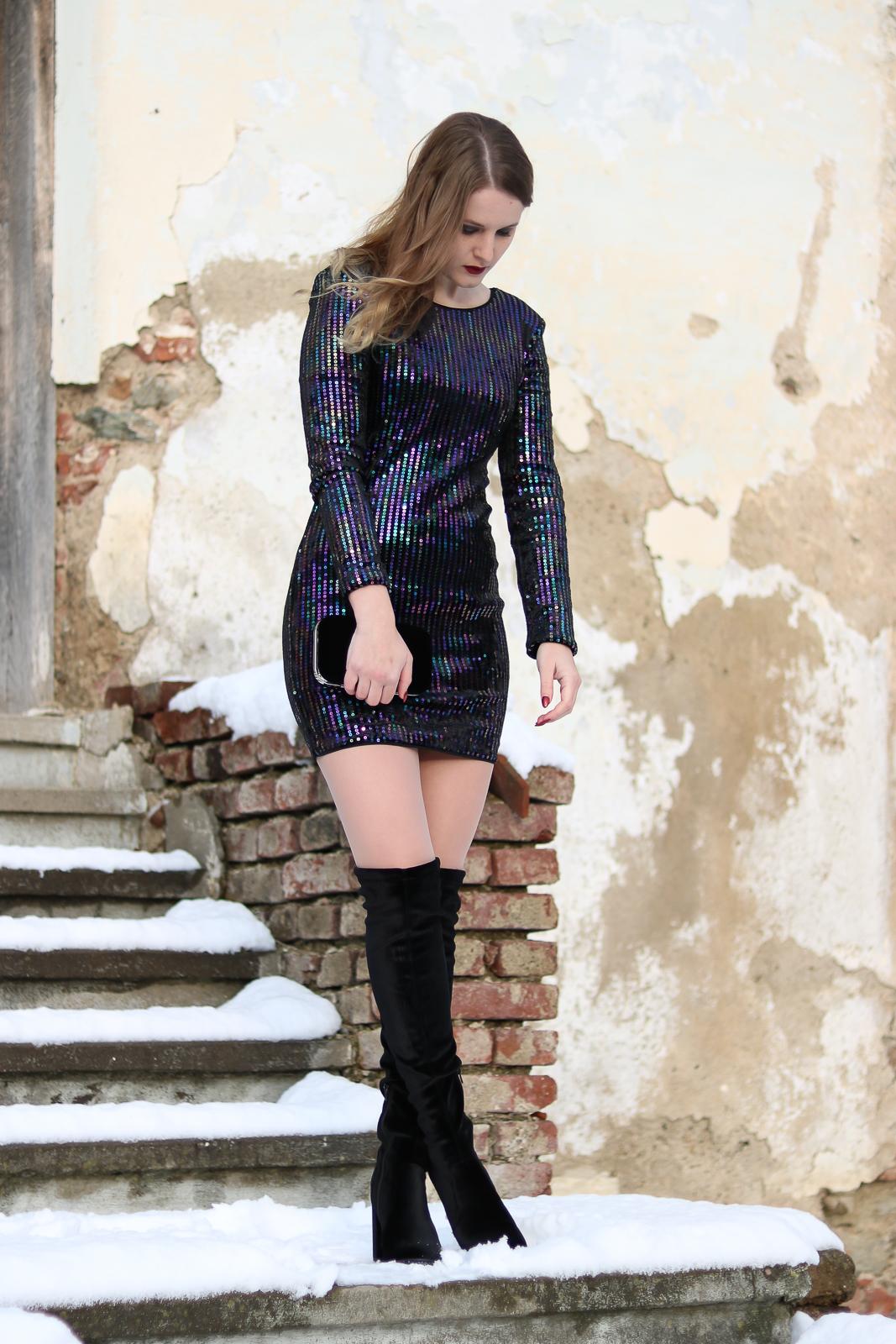 Silvester Outfit - Paillettenkleid und Samt Overknees und Samt Clutch - Outfit Kombination für den Silvesterabend - Silvester Kleider - Modetipps und Modetrends für den letzten Abend den Jahres - Silvesterparty Outfit - Fashionladyloves by Tamara Wagner - Fashion Blog - Mode Blog aus Graz Österreich - Fashion Bloggerin
