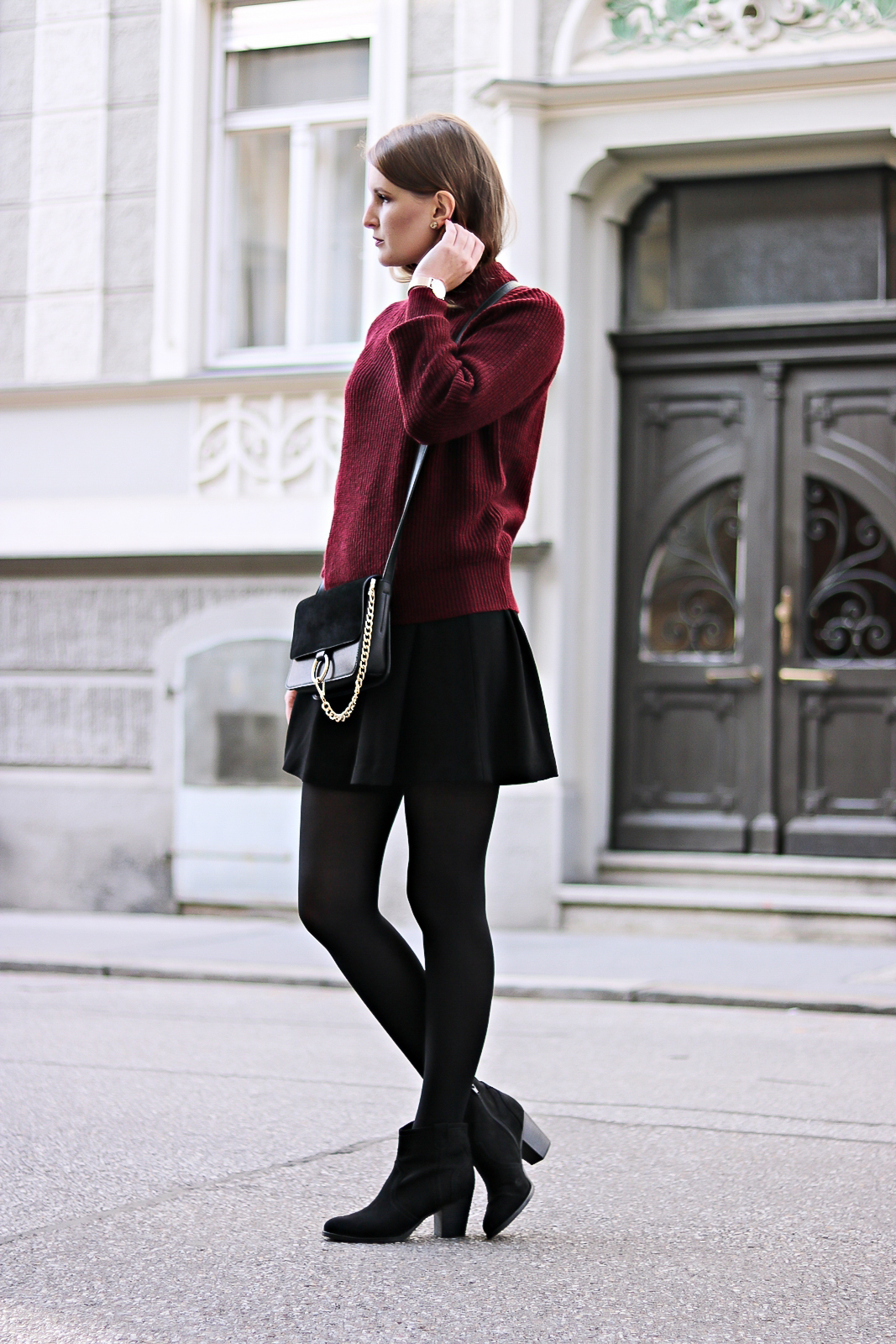 Trendfarbe Rot - welcher Rotton passt zu mir - Farbtyp bestimmung - Mode Tipps - Outfit Tipps - Hauttyp bestimmen - die perfekte Farbfamilie für deinen Hauttyp - Outfit Kombination mit rotem Pullover - rote Outfit Kombi - das perfekte Rot für deinen Farbtyp - dieser Rotton steht dir perfekt - welcher Rotton steht mir - Fashionladyloves by Tamara Wagner - Mode Blog - Fashion Blog aus Graz Österreich