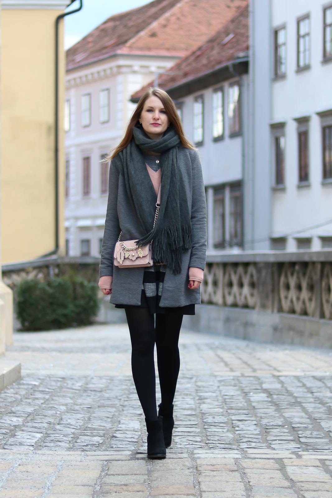 graues kleid outfit popul rer kleiderstandort fotoblog. Black Bedroom Furniture Sets. Home Design Ideas