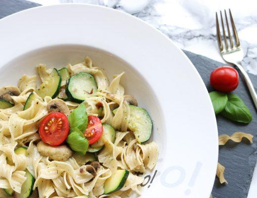 Nudel-Zucchini-Champignon-Pfanne - schnelles Rezept - einfaches Rezept - wenig Zutaten - Nudel Rezept - Rezept für Berufstätige - schnelle Küche - Nudeln mit Gemüse schnell zubereiten - Rezeptideen - Rezept ohne Fleisch - vegetarisches Rezept - Fashionladyloves by Tamara Wagner - Food Blog - Food Blogger - Blogger aus Österreich