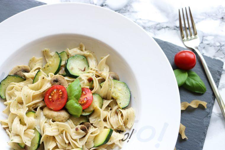 Nudel-Zucchini-Champignon-Pfanne - Fashionladyloves
