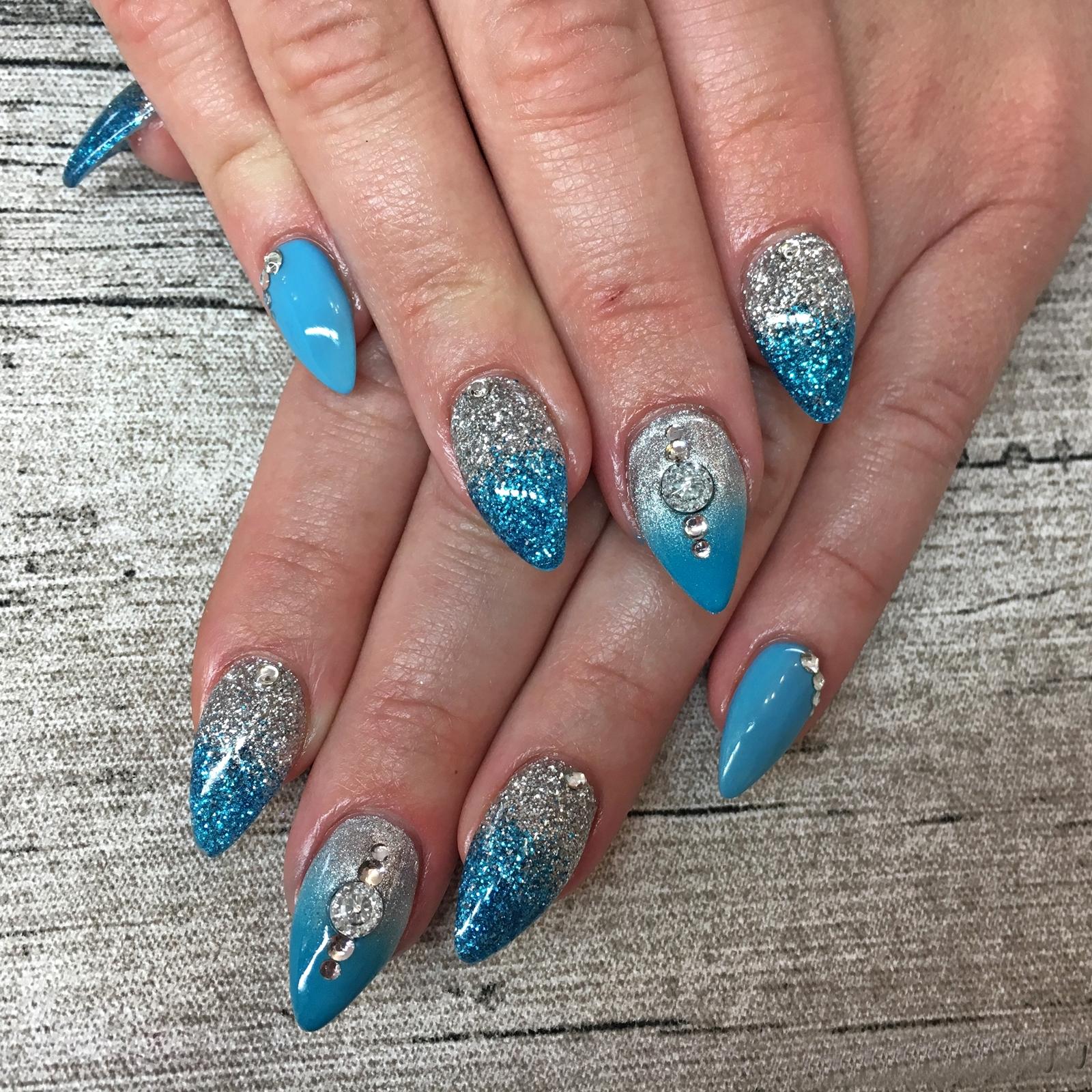 Nail Art Inspiration Spring Summer - Nageldesign für den Sommer - Nageldesign mit Glitzer und Nail Overlay - Nägel auffällig gestalten - Fashionladyloves by Tamara Wagner