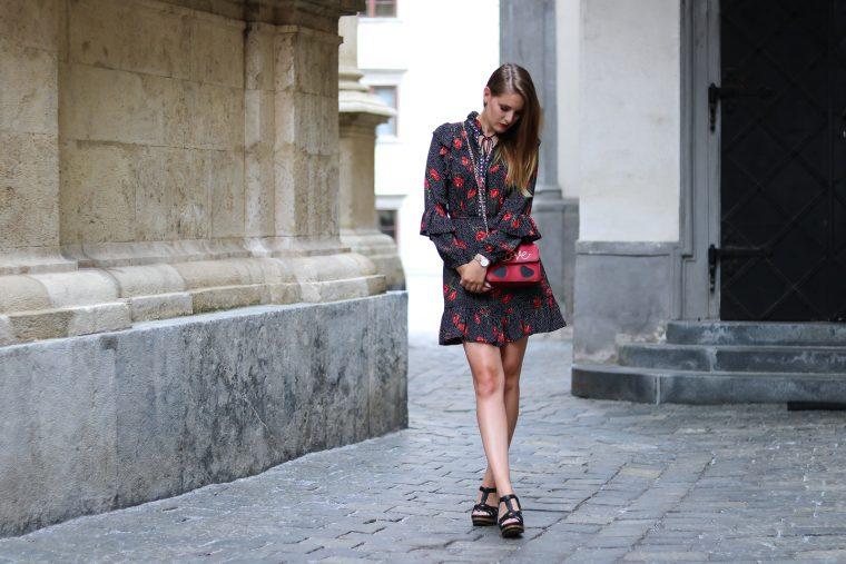 Mustermix - Rüschen, Polka Dots und Blumenprint - verschiedene Muster kombinieren - Modetrend der Saison - angesagter Look für den Sommer - Fashionladyloves by Tamara Wagner - Mode Blog aus Graz Österreich