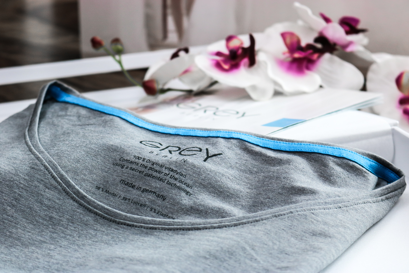 Grey Shirt - the first caring shirt in the world made from the fabric Vitadylan by Grey Fashion - shirt with skin caring ingredients - Grey Fashion Berlin - Fashionladyloves by Tamara Wagner - Fashion BLog - Modeblog from Austria