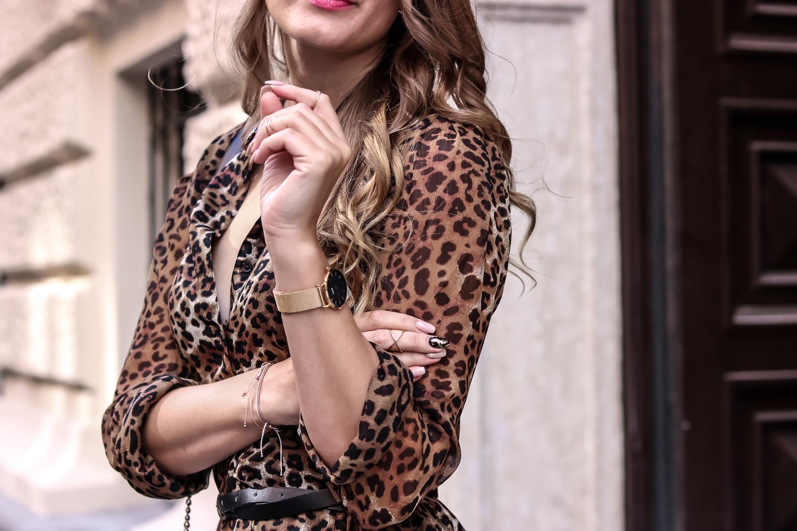 Der Animal-Print Trend - Styling Tipps für den Alltag - Leo Look Kleid kombinieren - Outfit - Herbsttrend - Outfit Kombination für den Herbst - schönes Herbst Outfit - Herbstmode - Tigerkleid Lederleggings Boots -Fashionladyloves by Tamara Wagner - Mode Blog - Fashionblog