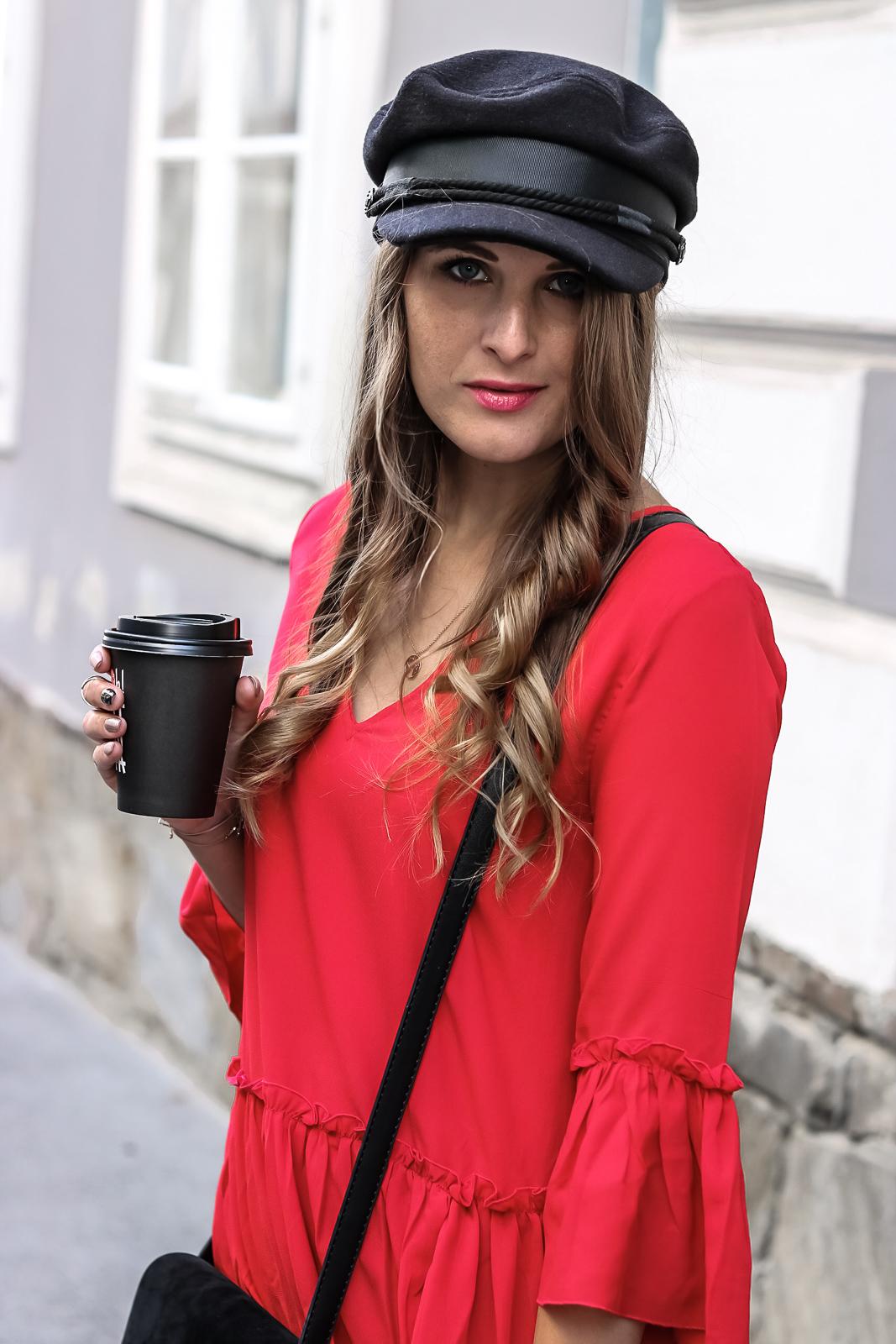 Rotes Kleid kombinieren - so gelingt dir ein stylischer Look - so kombinierst du dein rotes Kleid am besten - Rotes Kleid mit Schwarz kombinieren - Outfit Kombi mit rotem Kleid - Das Rote Kleid kombinieren - Fashionladyloves by Tamara Wagner Fashion Blog