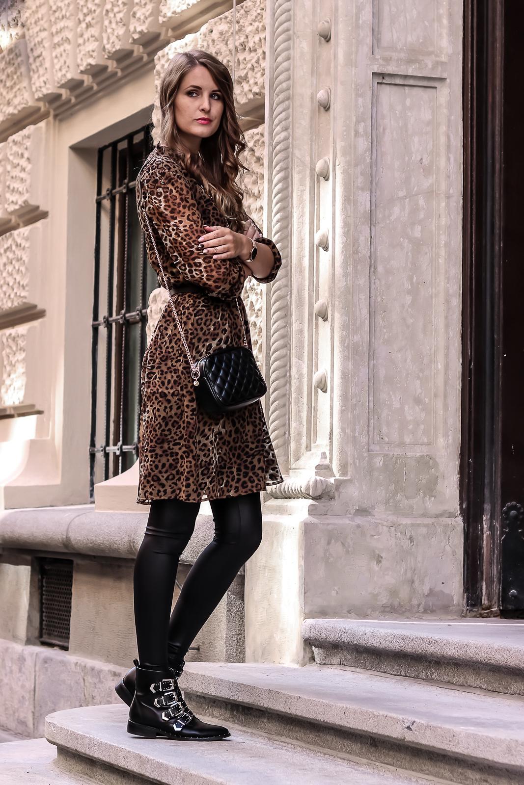 Outfit-Ideen und Styling-Tipps mit Biker Boots - Biker Boots mit Nieten und Schnallen kombinieren - verschiedene Outfits mit Biker Boots - der Der Biker Boots Trend - Boots kombinieren - Fashionladyloves by Tamara Wagner - Modeblog - Fashion Blog