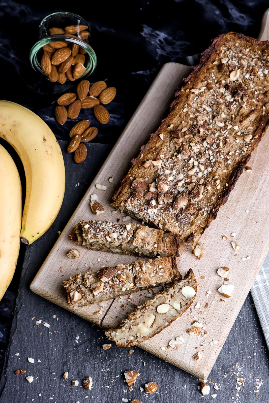 Veganes Bananenbrot - einfach und gesund - schnellstes Bananenbrot mit wenigen Zutaten - schnelles Rezept - Bananenbrot einfach zubereiten - Bananenbrot ohne Mehl und Eier - gesundes Rezept - Fashionladyloves by Tamara Wagner - Lifestyle Blog