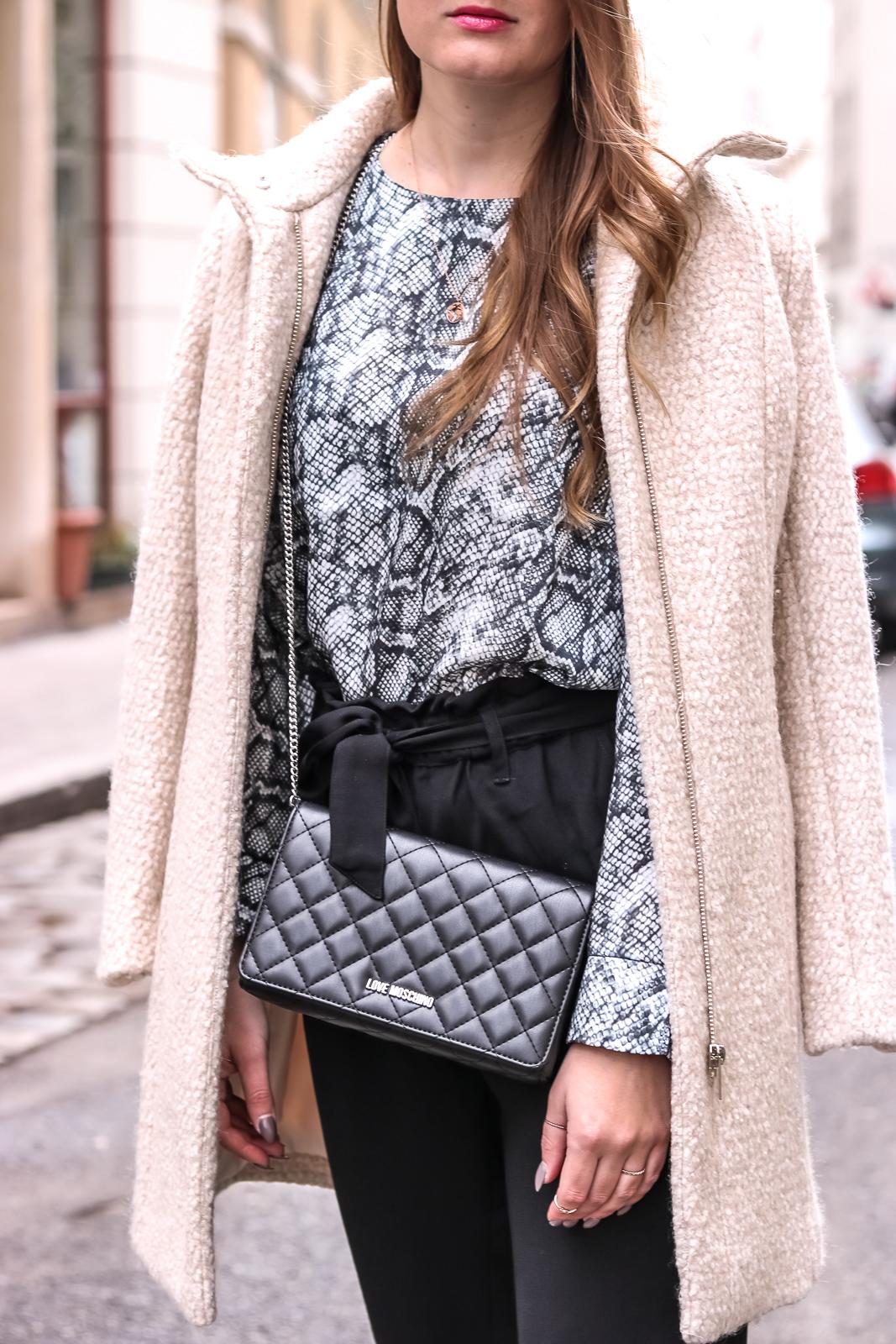Snake Print - so stylst du den Schlangenlook - der Animal Pint Trend - Schlangenmuster Bluse kombinieren - Schlangenlook Trend - Trendmuster - Modetrend - Fashionladyloves by Tamara Wagner - Fashion Blog