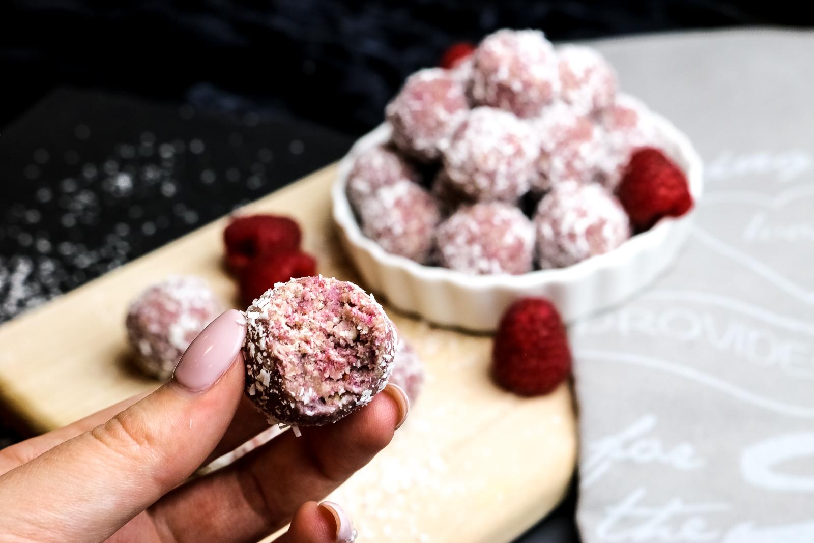 Kokos Energy Balls - gesund naschen - gesunde Leckerei ohne backen - einfache und schnelle Zubereitung - Dessert - Snack für zwischendurch - Energiekick für zwischendurch - gesunder Snack - Fashionladyloves by Tamara Wagner
