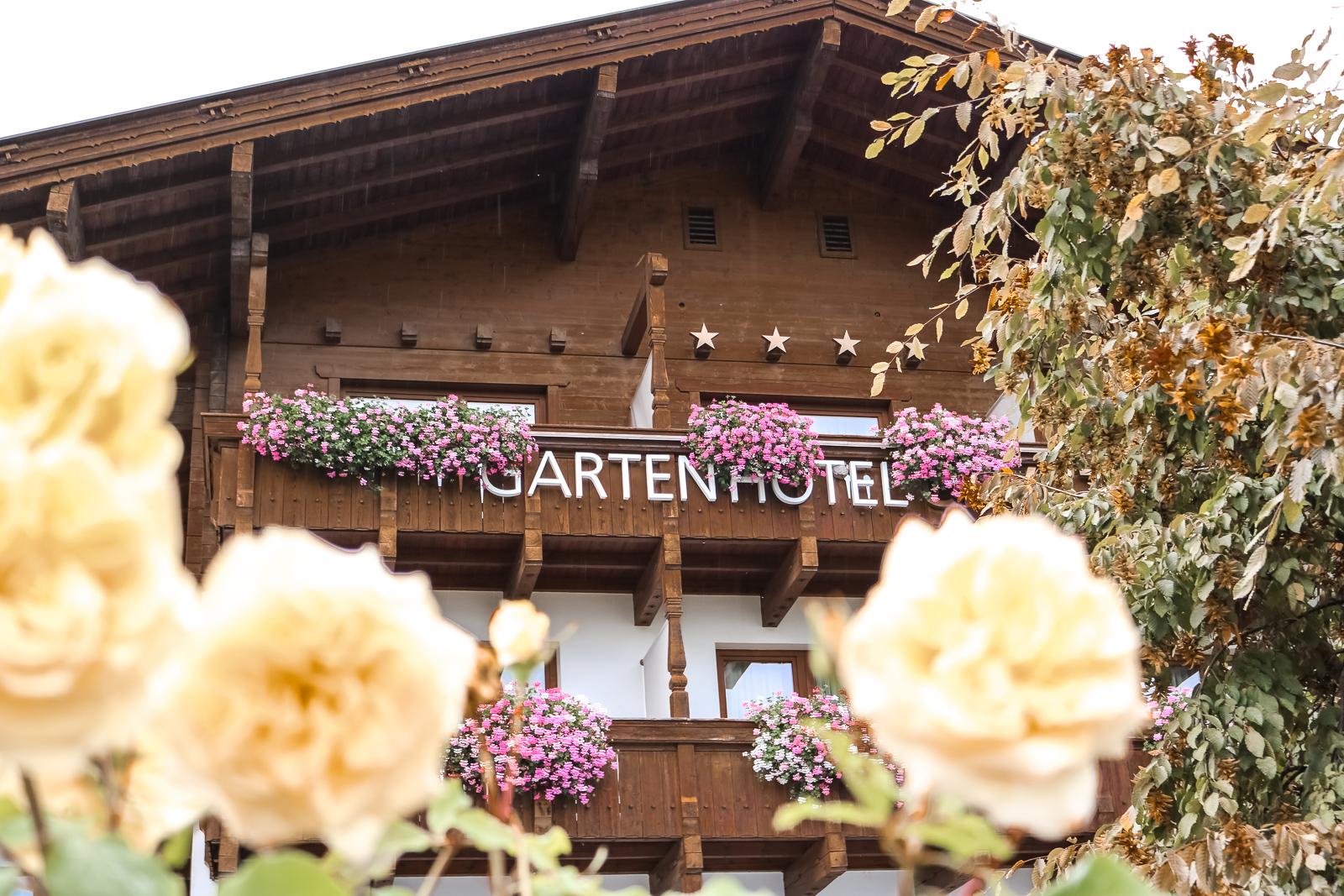 Das Gartenhotel Crystal in Fügen Tirol - Hotel Reviev - sehr schönes 4 Stern Superior Hotel im Zillertal - Hotelbewertung - Hotelempfehlung in Tirol - 4 Sterne Hotel - Reise nach Zillertal - Weekend Getaway nach Tirol - Fashionladyloves by Tamara Wagner - Reiseblogger - Travelblog - Reisen